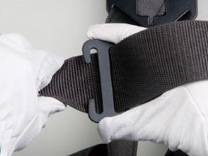 ①胴ベルトに固定具を取付ける。